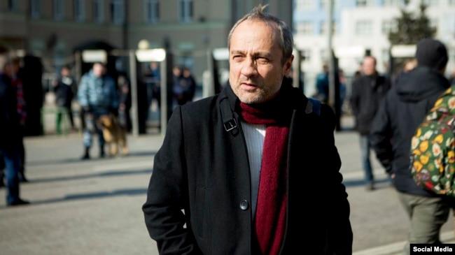"""Александр Подрабинек решил распространять книгу """"ФСБ взрывает Россию"""""""