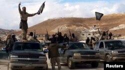 نمایی از حضور نیروهای جبهه النصره در شهر عرسال در لبنان در دسامبر سال ۲۰۱۵.