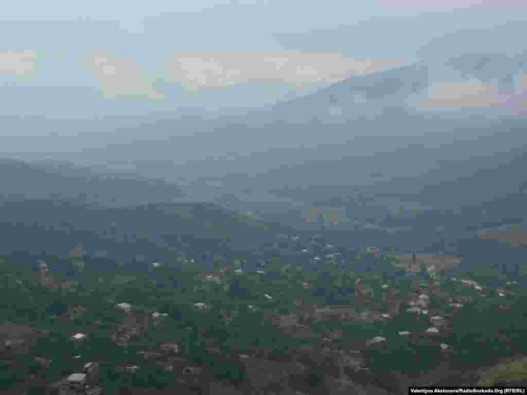 Вид на село Ванк. Нагірний Карабах біг би стати другою Швейцарією, та став театром бойових дій.