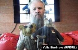 Василий Слонов и его ватные медведи