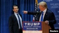 Президент США Дональд Трамп (п) і його син Дональд Трамп-молодший під час виборчої кампанії, архівне фото