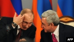 Armenia -- Russian President Vladimir Putin (L) speaks with his Armenian counterpart Serzh Sarkisian during a signing ceremony in Yerevan, December 2, 2013