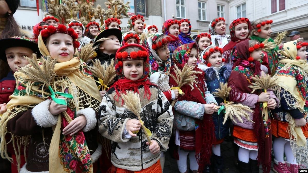Львов и Почаев. Как относятся к празднованию Рождества 25 декабря жители этих городов?