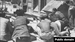 Уличные бои между мятежниками-франкистами и народной милицией в районе мадридской казармы Монтанья. 30 июля 1936 г.