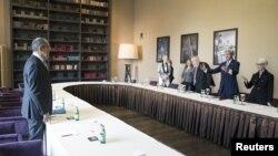 Встреча министра иностранных дел России Сергея Лаврова (слева) и главы Госдепартамента США Джона Керри в Сочи, 12 мая 2015 года.