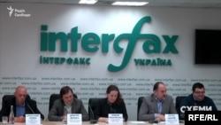 2 квітня Олександр Чумак разом із Петром Багрієм та іншими представниками фармкомпаній вийшли на пресконференцію