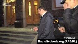 Депутат Максим Микитась каже, прийшов в АП говорити про соціальні проекти
