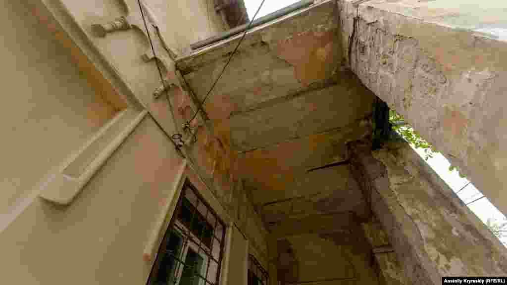 Историческое здание с каждым годом ветшает