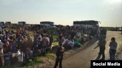 Узбекистанцы, застрявшие на российско-казахской границе в Оренбургской области РФ.