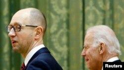 Arsenij Jacenjuk i Joe Biden u Kijevu 21. novembra 2014.