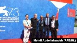 İran rejissorları Amir Naderi və Mohsen Makhmalbaf Venesiya film festivalının direktoru ilə birlikdə.