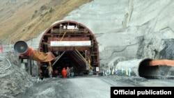 Тогуз-Торо ауданындағы жол туннелі құрылысы. Қырғызстан, Қазан, 2016 жыл.