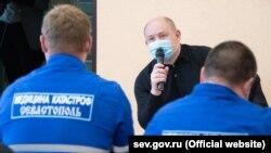 Врио российского губернатора Севастополя Михаил Развожаев на встрече с сотрудниками «скорой помощи», 20 мая 2020 года