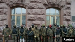 Активісти Євромайдану звільнили КМДА, але залишаються побіля будівлі