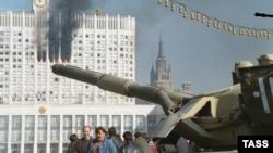 Танк на Бородинском мосту 4 октября 1993 г.