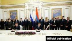 Armenia - Gazprom Chairman Alexei Miller (L) and the chief executive of Armenia's gas distribution network, Vartan Harutiunian, sign an agreement on a 9 percent decrease in the Russian gas price for Armenia, Yerevan, 7Apr2016.