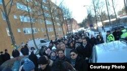 عراقيون يتجمعون في شارع بالعاصمة السويدية ستوكهولم