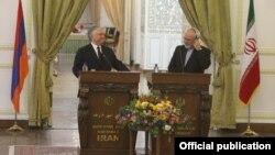 Эдвард Налбандян (слева) и Мохамад Джавад Зариф на совместной пресс-конференции в Тегеране (архив)