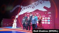 Эркин күрөш боюнча Азия чемпионатында 74 кг. салмакта байге ээлерин сыйлоо аземи. Бишкек. 4-март, 2018-ж.