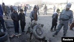 Поліцейські поблизу Кабула оглядають місце вибуху - ілюстративне фото