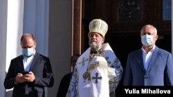 Igor Dodon (stânga), mitropolitul Vladimir, Ion Ceban