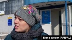 Истица Александра Функ, мама пострадавшей на игровой площадке девочки, обратившаяся с иском в суд. Темиртау, 7 марта 2017 года.