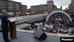 Armenia - President Serzh Sarkisian addresses an election campaign rally in Yerevan's Shengavit district, 19Apr2012.