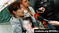 Хвіліна маўчаньня па Ігары Пцічкіне, які загінуў у менскай турме на вуліцы Валадарскага