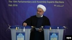 Президент Ірану Хасан Роугані голосує на виборах до парламенту і Ради експертів, 26 лютого 2016 року