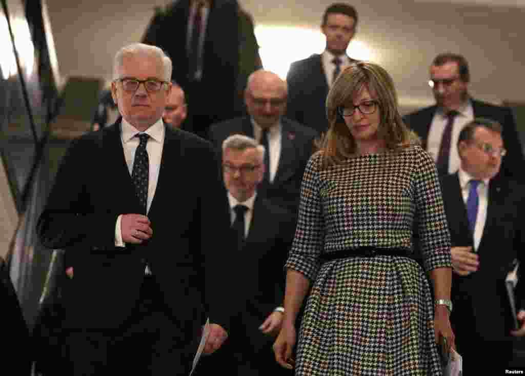 БУГАРИЈА - Западен Балкан е најважен приоритет на шестмесечното претседателство со ЕУ, потврди бугарската министерка за надворешни работи Екатарина Захариева. Таа предупреди дека во Западен Балкан постојат странски фактори кои имаат силно влијание врз некои земји, но оти одговорноста за тоа ја има ЕУ бидејќи, како што вели, не била доволно ангажирана во регионот.