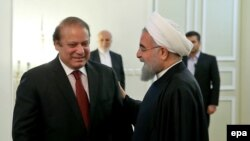 Iranian President Hassan Rohani (right) met with Pakistani Prime Minister Nawaz Sharif (left) on a two-day trip to Islamabad. (file photo)
