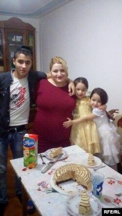 Галина Залиханова с детьми