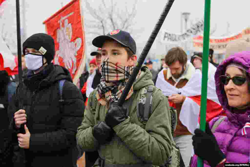 Як передають кореспонденти Радіо Свобода, в ході також брав участь недавно звільнений анархіст Дмитро Полієнко. Він та його наречена Анастасія Гусєва збирали гроші на підтримку тих, кого вони вважають політичними в'язнями