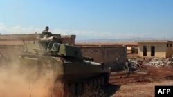 Танки сирийской армии под Хан-Шейхуном