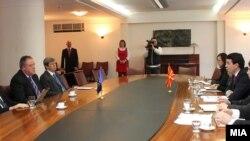 """Прес-конференција на Министерот за надворешни работи Никола Попоски и членови на неформалната група во ЕП """"Пријатели на Македонија"""""""