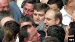 Вчера в Верховной Раде под звуки сирен депутаты устраивали кулачные бои