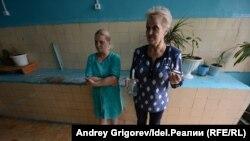 Татьяна Медведева (слева) и Александра Манохина на общей кухне