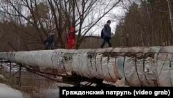 Ученики из Академгородка в Новосибирске вынуждены идти в школу по теплотрассе