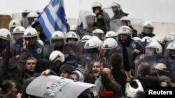 Протестите пред грчкиот Парламент