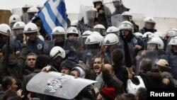 Атина, 7 февруари, 2012. Протести против мерките за штедење