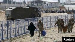 Сириски бегалци во камп во Турција.
