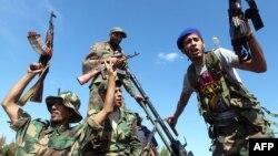 Лівійські повстанці святкують взяття Сирта, 20 жовтня 2011 року