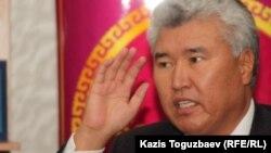 Арыстанбек Мухамедиулы в бытность ректором Казахской национальной академии искусств имени Темирбека Жургенова. Алматы, 12 октября 2011 года.