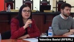 Alina Russu prezentând aplicația Diaspora.voteaza.md