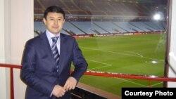 """Нұркен Мазбаев, белгілі бұрынғы қазақ футболшысы, """"Тараз"""" қосалқы клубының бапкері."""