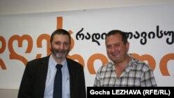 დავით დარჩიაშვილი, პარლამენტის ევროინტეგრაციის კომიტეტის თავმჯდომარე (მარცხნივ) და თენგიზ ფხალაძე, გეოპოლიტიკური კვლევების ცენტრი