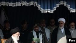 از منتهاالیه راست به چپ: اصغر حجازی، محمدی گلپایگانی و وحید حقانی