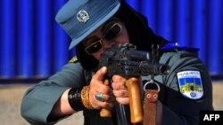 بر اساس معلومات وزارت داخله، هماکنون به تعداد سه هزار پولیس زن در بخشهای مختلف در مرکز و ولایات کشور مصروف فعالیت هستند.