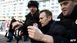 """26 марта 2017 года, задержание Алексея Навального на Тверской улице во время акции """"Он нам не Димон!"""""""