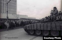 Распад СССР не был таким уж идиллическим. Советские танки в Вильнюсе, январь 1991 года